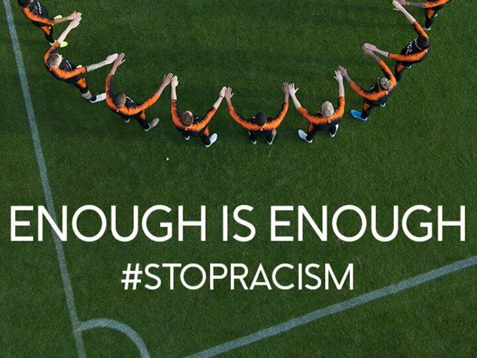 Rassismus und Hitlergrüße in Fußballstadien