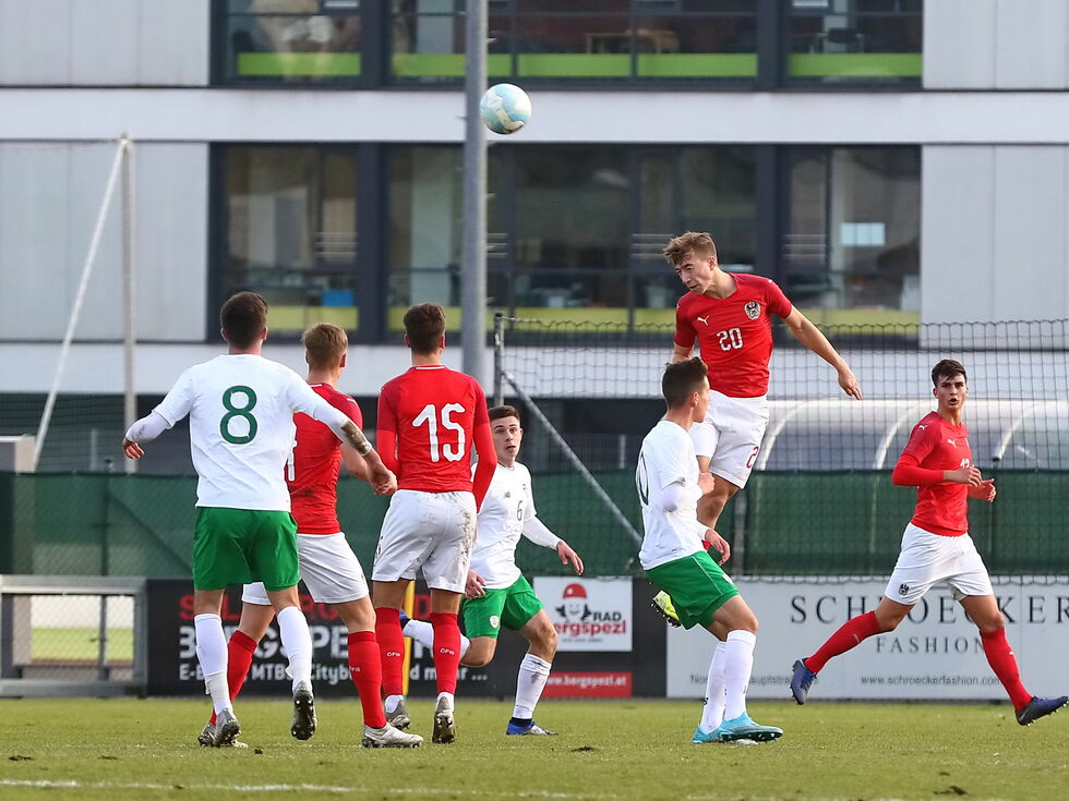 U19 zieht souverän in Eliterunde ein