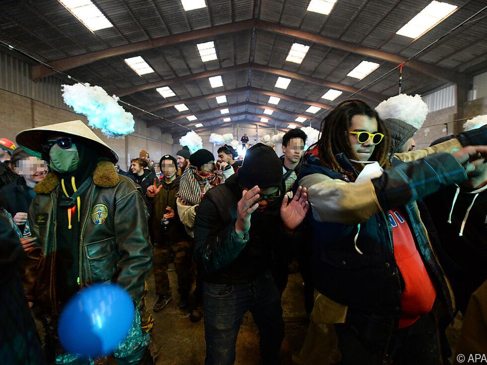 Tausende Raver trotzen der Polizei in Frankreich