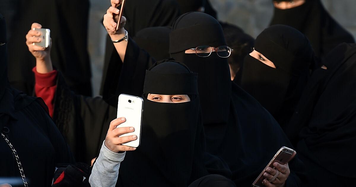 Saudi-Arabien Frauen erfahren per SMS über Scheidung