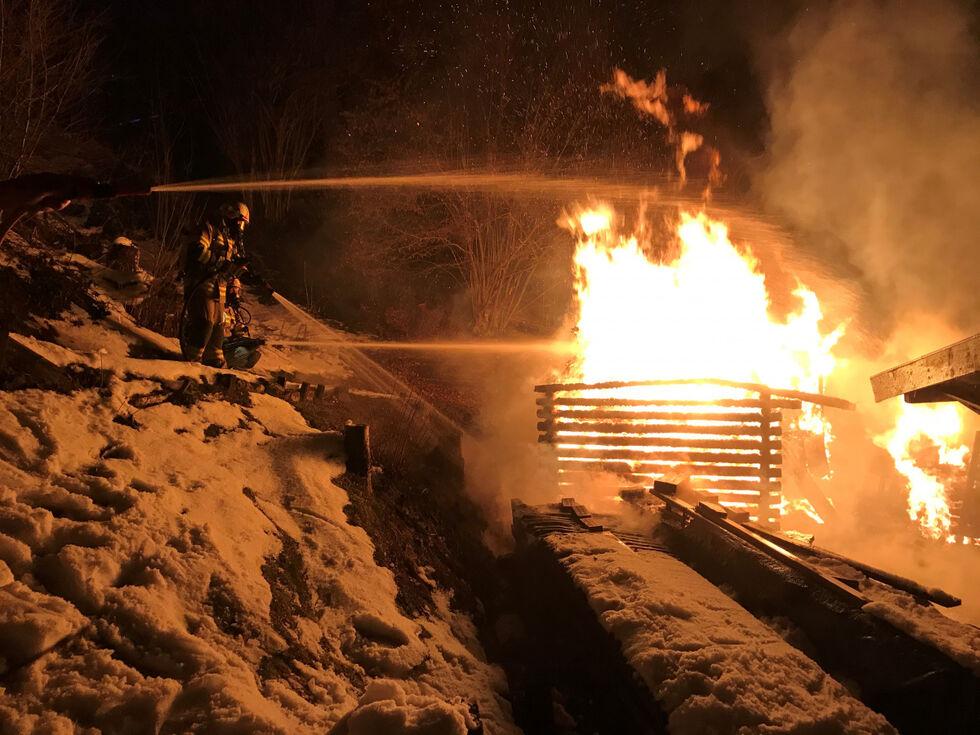 Piesendorf: Heustadl auf Hochsonnbergalm brennt komplett