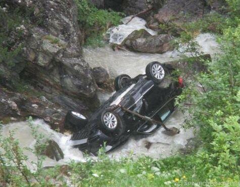 Voll Besetztes Auto Stürzt In Schladming 60 Meter In Bach Salzburg24