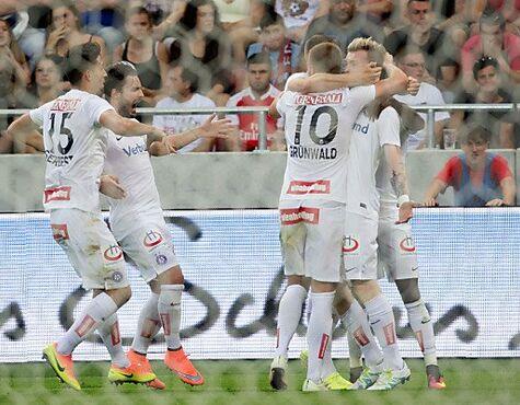 31b4ab614c Austria nach Elferkrimi in Trnava im Europa-League-Play-off. Jubel bei der Wiener  Austria