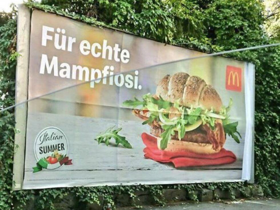 """McDonald's überklebt """"Mampfiosi"""""""